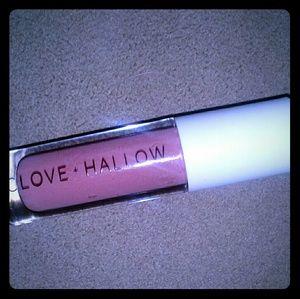 Clove Hallow Lipgloss